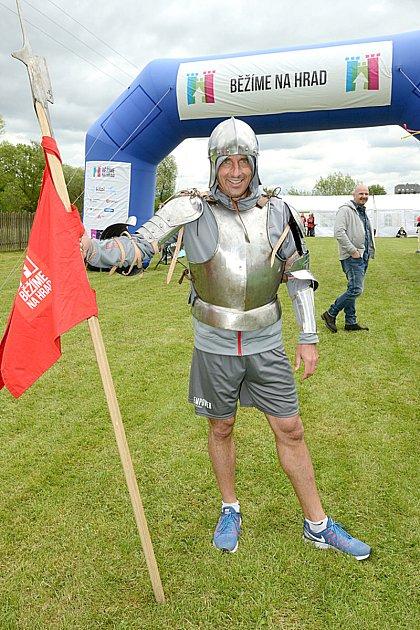 ČTVRTKILÁK, běh ve středověkém brnění, vyhrál olympijský vítěz Roman Šebrle, který se hodně bavil.