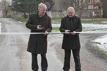 V Mořině otevřeli zrekonstruovanou obecní silnici.