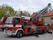 Berounští profesionální hasiči mají nový repasovaný žebřík. Na snímku je před opravou.