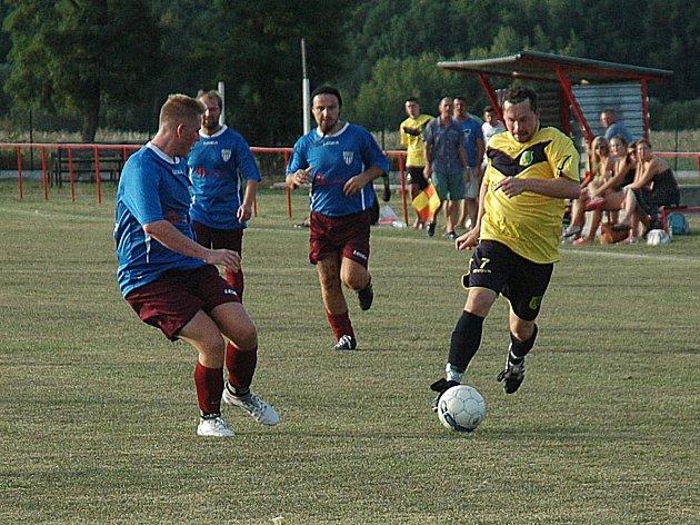 V Podluhách o postupu Březové rozhodovaly až penalty.