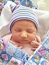 ALŽBĚTA z Hudlic se narodila 23. října 2017 ve 12.23 hodin, vážila 3,49 kg a měřila 52 cm.  Michaela a Petr Chylovi přivedli dcerku na svět společně. Bětuška bude vyrůstat s bráškou Martínkem (3,5 roku). Foto: Rodina