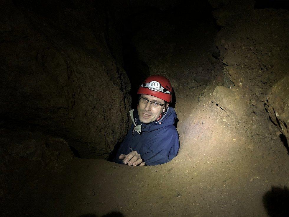 Jeskyně u Tetína. Začátek maturity.