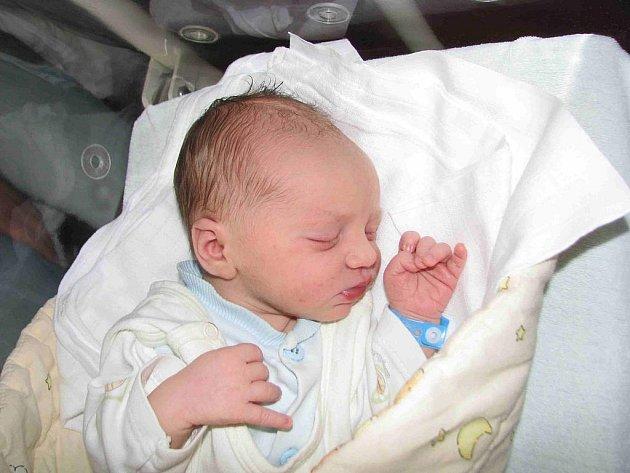 Do Hořovic přibyl v neděli 13. září nový občánek. Je to chlapeček, jmenuje se Jan a je prvorozeným synkem manželů Pavly a Martina Jarošových. Po narození navážily sestřičky Honzíkovi na porodním sále 3,06 kg a naměřily 51 cm.
