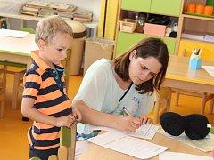 K zápisu do Mateřské školy Pod Hájem v Králově Dvoře letos přišlo přes sto dětí. Což je více, než je její kapacita.