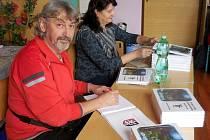 KNIHU Pohádky z mirošovské zahrádky napsal Martin Lang, ilustroval Václav Šesták (na snímku). Oba autoři dětem připraví zábavé odpoledne v Labi
