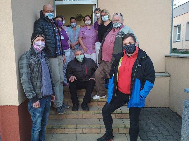 Jaroslav Kocourek (uprostřed) na společné fotografii.