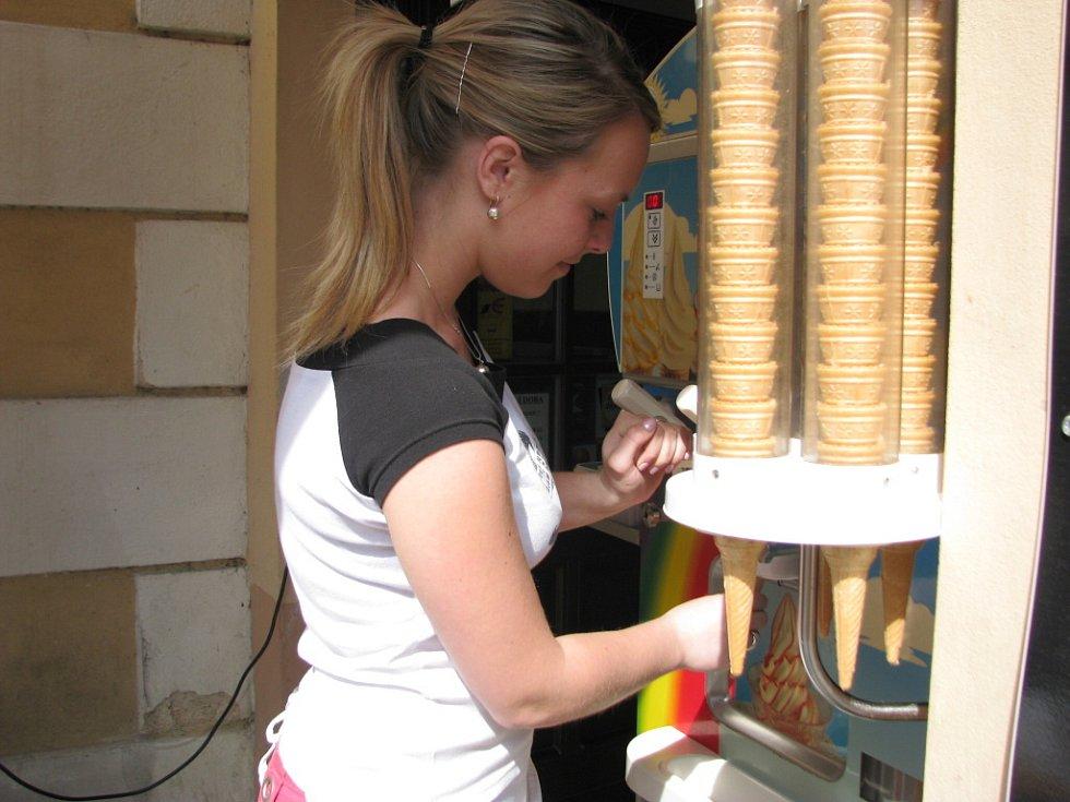 Zmrzlina šla v úterý v Berouně na dračku.