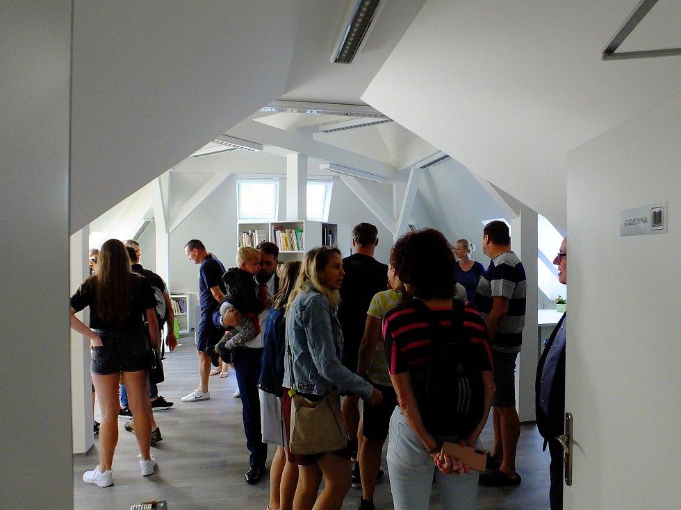 Ze slavnostního otevření zrekonstruovaných prostor Základní školy T. G. Masaryka v Komárově.