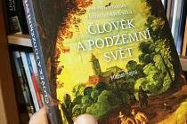 Obálka knihy Michala Hejny Člověk a podzemní svět.