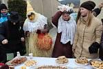 Masopustní průvod v Popovicích provázelo bujaré veselí, hudba, dobré jídlo, pití a tanec.