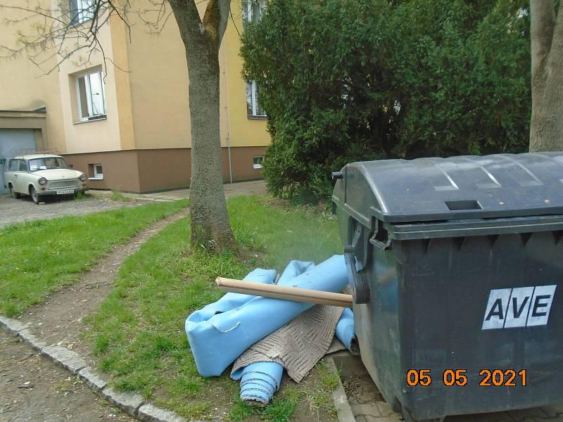 Nelegálně složený odpad v Berouně.