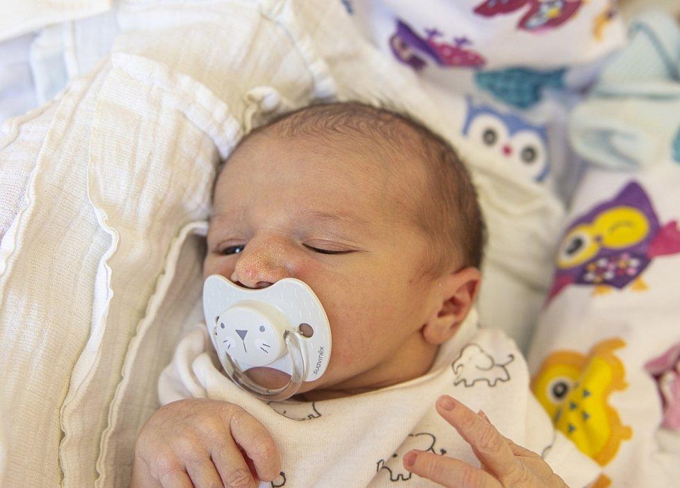 Sebastian Čemus z Kostomlat nad Labem se narodil v nymburské porodnici 10. července 2021 v 11.27 hodin s váhou 3090 g a mírou 47 cm. Prvorozeného chlapečka očekávala maminka Pavlína a tatínek David. Foto: Viktoria Meyer