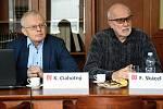 Na snímku (zleva) vedoucí Ústavu plynných a pevných paliv a ochrany ovzduší VŠCHT Karel Ciahotný a František Skácel z VŠCHT.