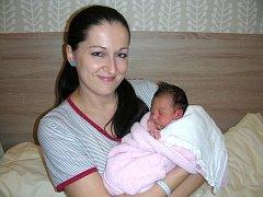 Datum 18. prosince 2015 má v rodném listě zapsané Kamila Hurská, dcerka Kamily Zítkové a Luďka Hurského z Hořovic. Holčička vážila po porodu 3,40 kg a měřila 49 cm. Emička a Simonka mají ze sestřičky Kamilky velkou radost.