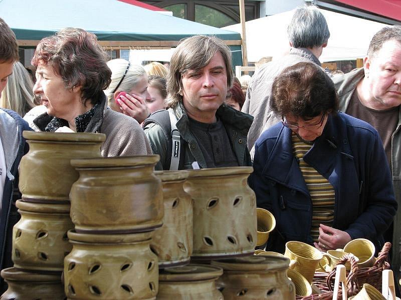 Tradiční řemeslné a hrnčířské trhy přilákaly do Berouna opět tisíce lidí.