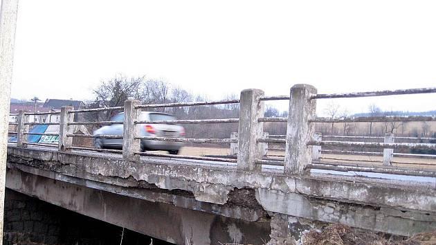 Oprava mostu v Komárově uzavře silnici