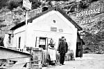 Restaurace v Karlštejně funguje už od začátku minulého století. Hostů v ní ale nebývalo mnoho.