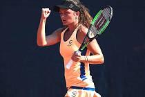 Tenis si zatím zahrají jen profíci.
