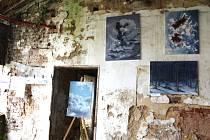Z výstavy žáků Základních uměleckých škol v zámeckém parku v Litni.