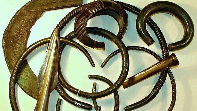 Nálezy Plešivec - ukázka zachráněných artefaktů z jednoho pokladu