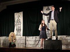Představení se hrálo v místním společenském domě