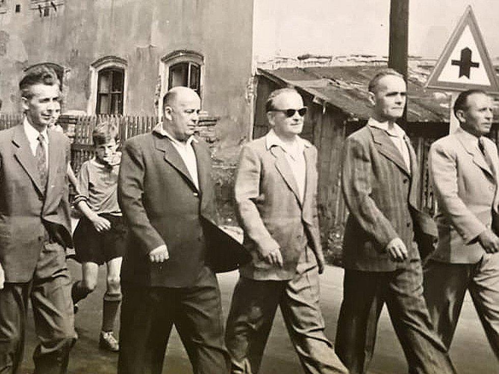 Členové loděnického fotbalového klubu si dali na oblečení vždy záležet.