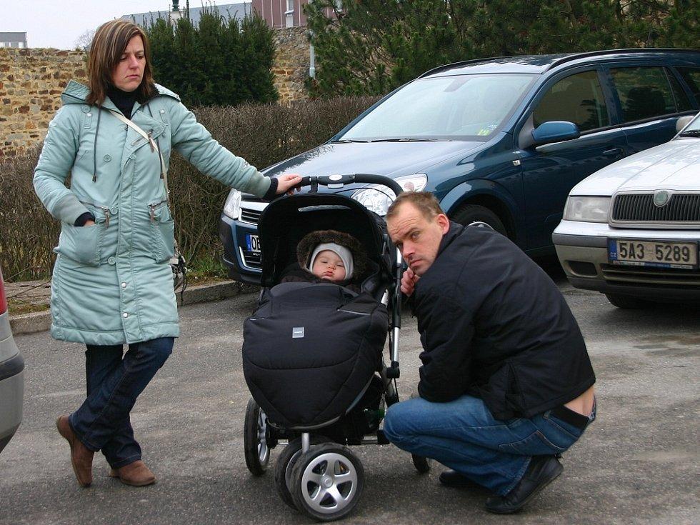 Přídavky na nezaopatřené dítě mohou rodiny pobírat až do 26 let jeho věku. Příjem rodiny ale musí být nižší, než je 2,4 násobek životního minima