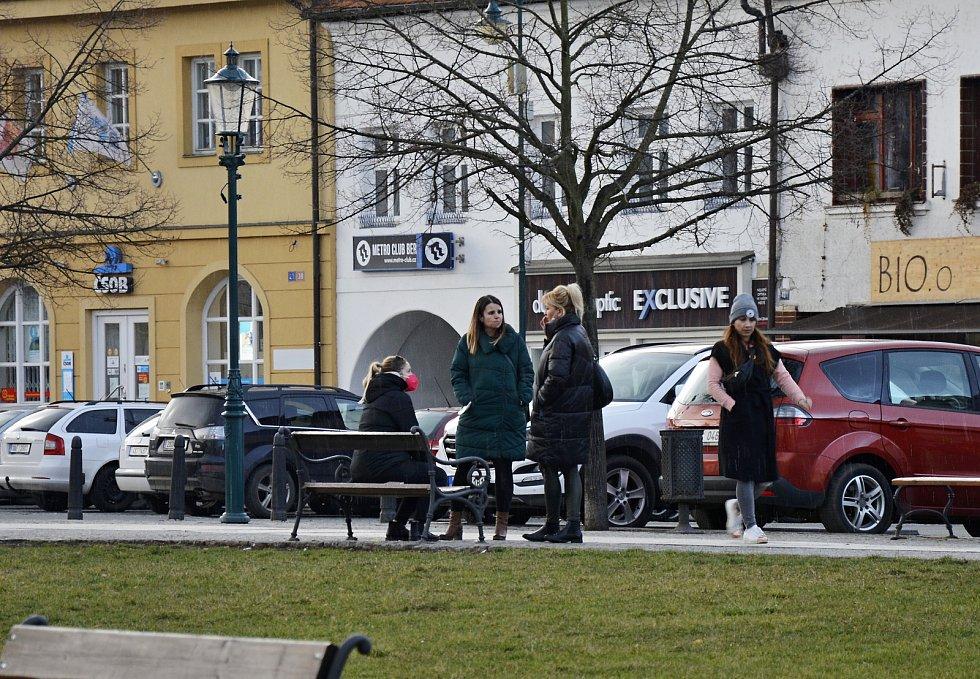 Fototest Deníku: Používání ochrany dýchacích cest v Berouně, 8. až 14. března 2021.