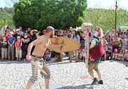 Na zámku v Nižboru zahájili novou sezonu oslavou keltského svátku Beltaine. Zajímavý program plný zábavy přilákal davy lidí.