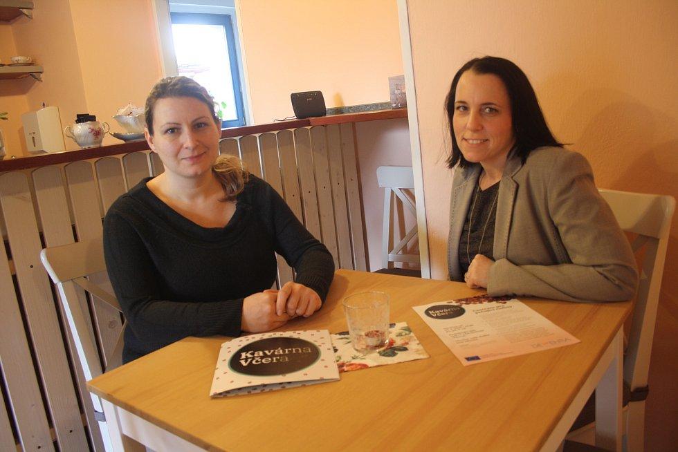 Kavárna Včera nabízí v Hořovicích zázemí lidem, kteří ztrácejí vzpomínky.