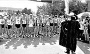 Slavnostní start vytrvalostního závodu Žebrácká pětadvacítka v roce 1997. Nyní pořádá závod atletický oddíl Střela Žebrák, která převzala otěže po Walteru Bednářovi. Ten zemřel v roce 2000.