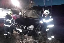 Ve Vraném nad Vltavou sjelo osobní auto do Vltavy.