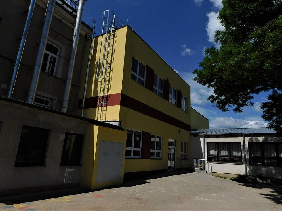 Stavba roku 2020 - nominace - Bakov nad Jizerou, přístavba ZŠ a MŠ
