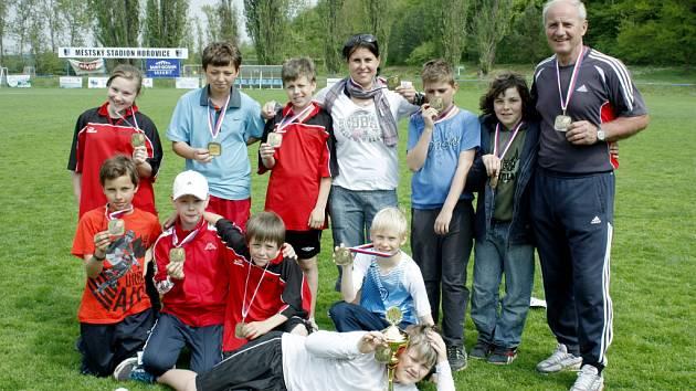 Vítězství v okresním kole vybojovala ŽS Hýskov a ZŠ Králův Dvůr.