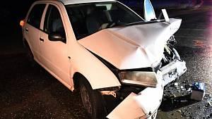 Dopravní nehoda dvou osobních vozidel značky Škoda na silnici II/118 u Železné na Berounsku.