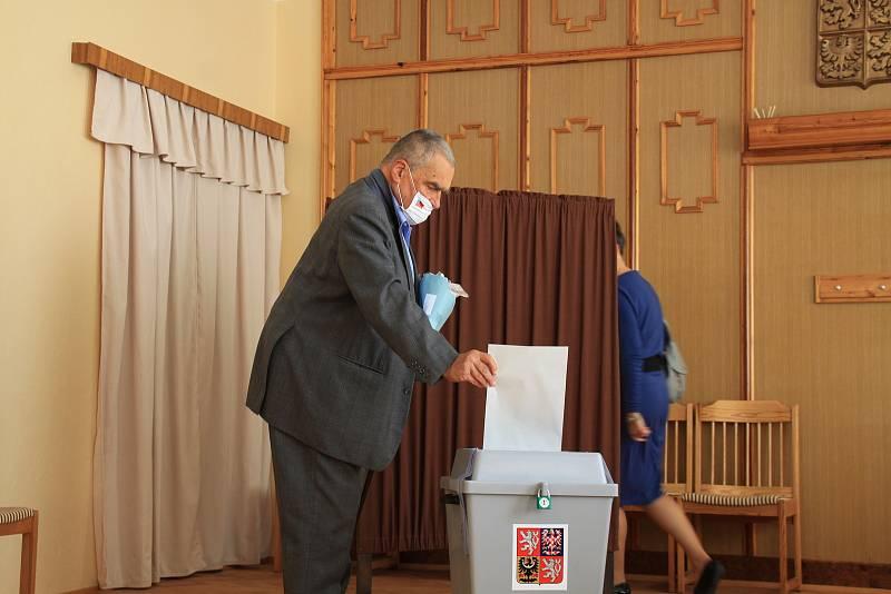 Volby v Sýkořici.