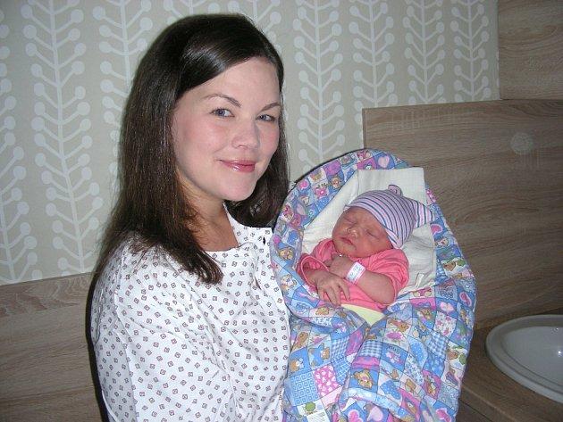 ADÉLA Škudrnová se narodila svět 8. října 2017, vážila 3,35 kg a měřila 49 cm. Manželé Andrea a Radek z Králova Dvora předem neznali pohlaví miminka, a tak byla tato šťastná událost upevněna překvapením. Adélku bude dětským světem provázet Štěpánek (1,5 r