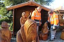 Příprava vánočních trhů v Berouně.