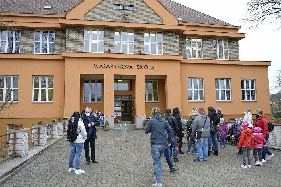 Základní škola Masarykova Komárov.