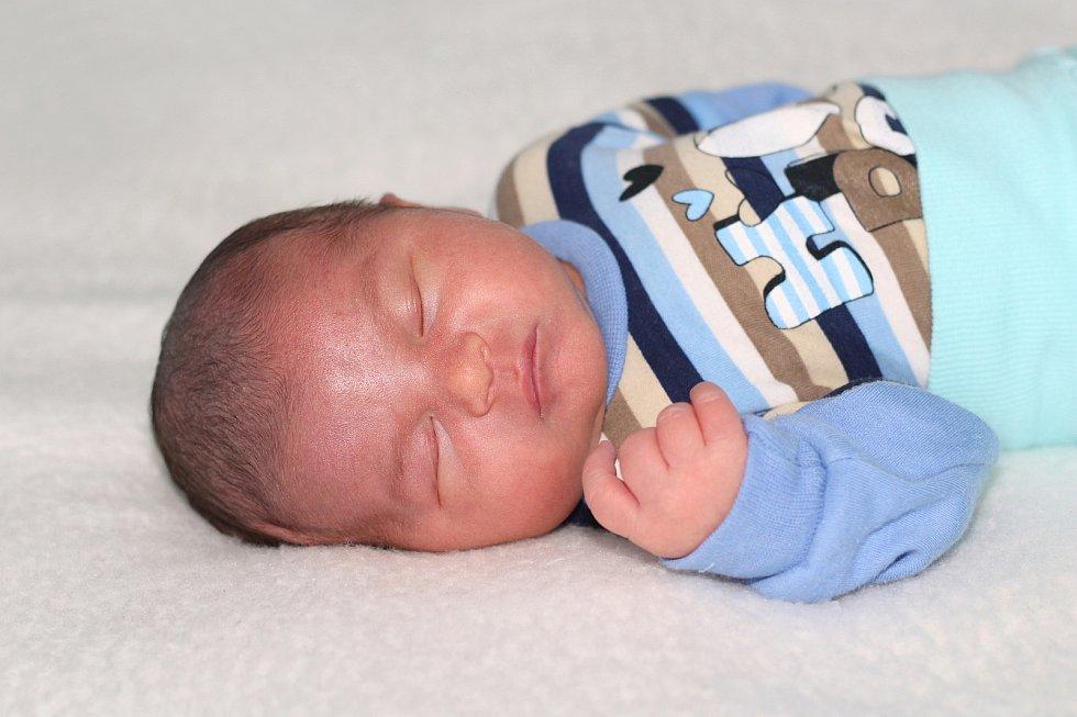 František Šindelář se narodil 8. července 2021 v Příbrami. Vážil 3390g a měřil 50cm. Doma v Českém Brodě ho přivítali maminka Petra, tatínek František a roční Izabela.