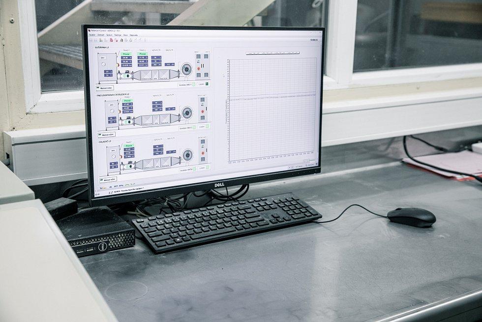 Z areálu společnosti Vafo Praha působící v Chrášťanech na Praze-západ. Na snímku monitoring systému Aerox.