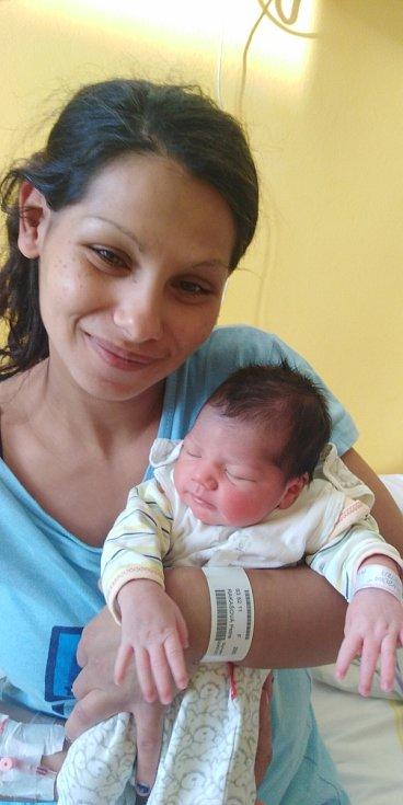 Petra Žembová se narodila 14. června 2021 v 8. 28 hodin v čáslavské porodnici. Vážila 2790 gramů a měřila 46 centimetrů. Doma ve Žlebech se z ní těší maminka Petra, tatínek Miroslav, sedmiletý bráška Míra a pětiletá sestřička Laurinka.