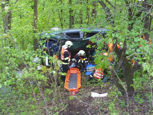 Na místě dopravní nehody zasahoval i vrtulník