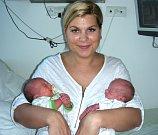 Dvojnásobnou radost mají manželé Veronika a Jaroslav Šaškovi z Davle, kterým se 17. listopadu narodila dvojčátka, Patrik a Filip. Páťulka se narodil jako první a vážil 2,16 kg. Filípkova porodní váha byla 1,64 kg. S dvojčátky si bude hrát bráška Jára (8).