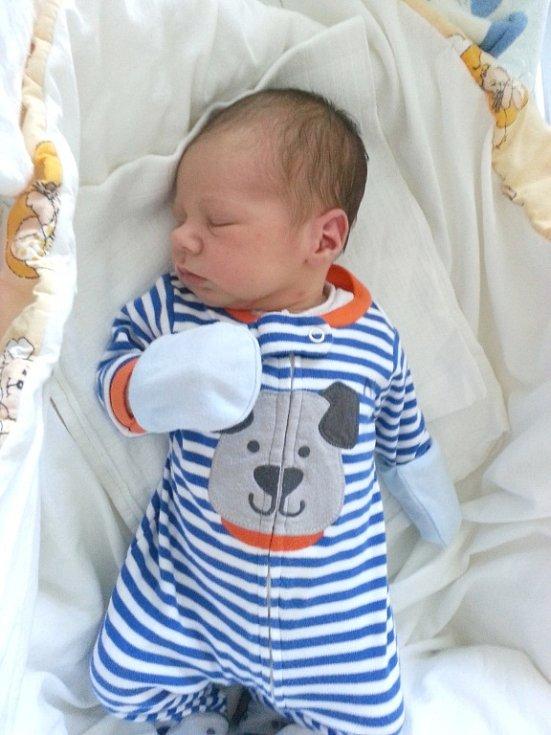 V úterý 27. srpna se stali rodiči Lucie Hudličková a Vašek Křikava. V tento den se jim narodil krásný syn Václav. Vašík vážil po příchodu na svět 3,38 kg a měřil 51 cm. Domov má novopečená rodinka v Černíně. Foto: Rodinný archiv