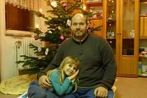 Policisté pátrají po čtyřleté holčičce a jejím otci.