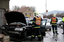 Dopravní nehoda v Králově Dvoře, auto narazilo do restaurace Na Knížecí