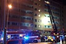Požár kuchyně v sedmém nadzemním podlaží panelového domu v centru Berouna.