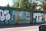 Velké sídliště v Berouně ničí sprejeři a různí vandalové.