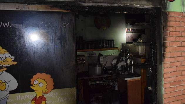 V Berouně hořel stánek s rychlým občerstvením U Humra. Policie nevyloučila, že se jedná o úmyslný čin.
